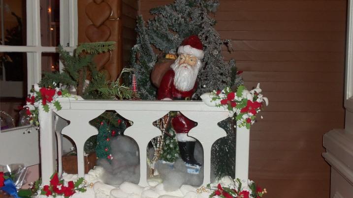 GF Gingerbread House Detail